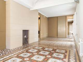 Apartment for sale with period features close to Paseo de Gracia