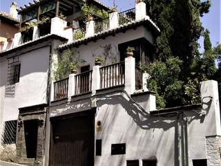 Original Mill house for sale in the heart of Granada, Spain