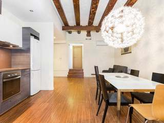 1-bedroom renovated apartment for sale on Carrer Cabres