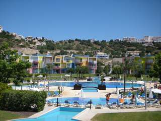 One bedroom Algarve apartment, to buy fully furnished. Close to beach in Albufeira.