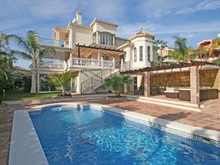 5-bedroom villa to buy in gated community in Nueva Andalucia