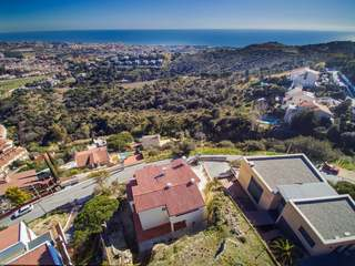 Detached 4-bedroom villa with views for sale in Alella