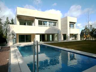 Modern villa for sale in Mirasierra, Madrid