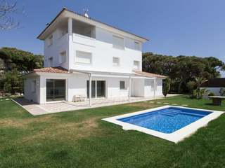 Great family home for sale in Gava facing the sea