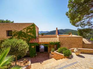 4-bedroom villa for sale close to the beach in Ibiza