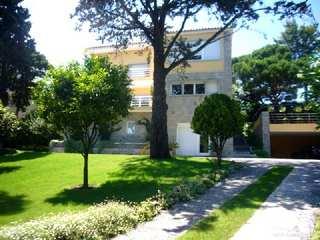 Modern 5-bedroom house for sale in Estoril centre