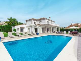 Luxury family villa for sale in Nueva Andalucia