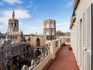 Exclusive penthouse for sale near to Valencia Cathedral