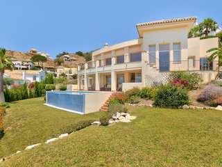 Modern villa for sale in Sierra Blanca Country Club