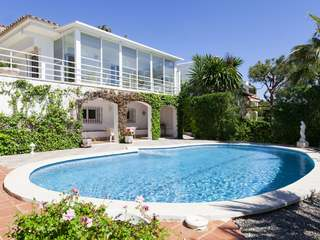 Private, spacious home to buy a 10-minute walk from Sitges