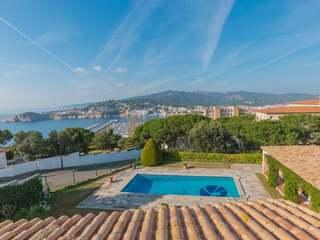 Amplia villa en venta en Sant Feliu de Guíxols, en la Costa Brava