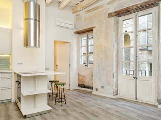 Perfect pied-a-terre apartment to buy in Barcelona Old Town