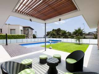 Villa with garden and pool for sale in Castelldefels