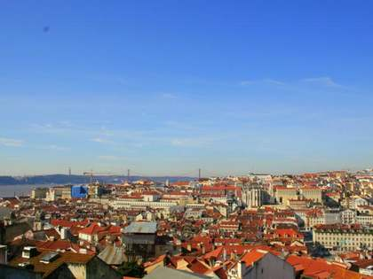 Newly renovated 2-bedroom apartment in centre of Lisbon