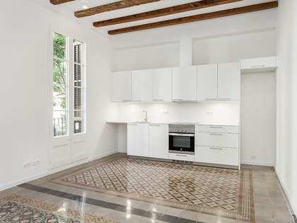 Piso de 100m² con terraza de 15m² en alquiler en Gràcia