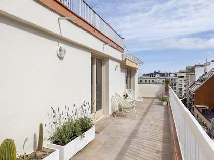 Ático de 42 m² con 20 m² de terraza en alquiler en Gracia