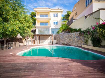 4-storey villa for sale in Castelldefels