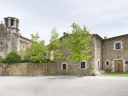Rustic style Girona village house to buy close to the city