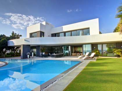 6-bedroom villa for sale in Los Monteros Playa