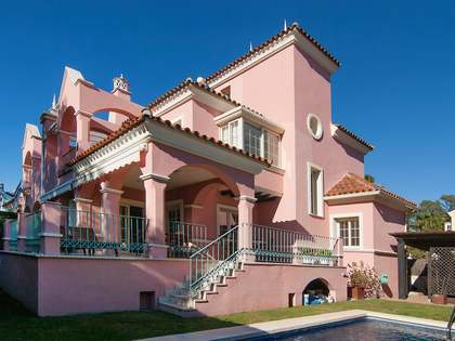 Casa / Villa di 350m² con 150m² terrazza in vendita a Nueva Andalucía