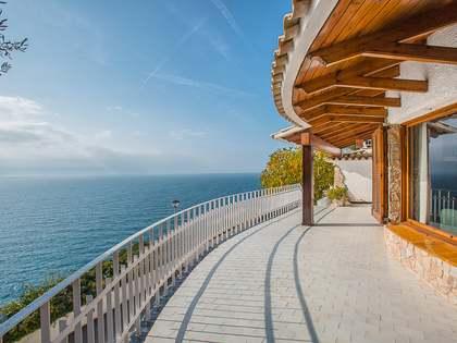 Villa de 4 dormitorios, en venta en Cala Canyelles