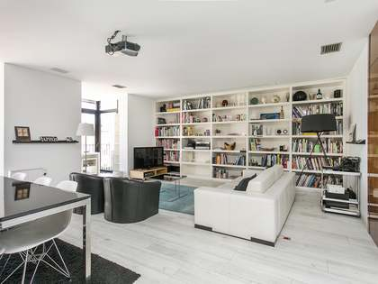 Bright Eixample Right apartment to rent near Born