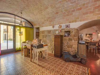 Townhouse to buy near Girona city and the Costa Brava