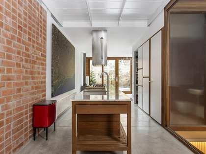 Casa de 299 m² con 100 m² de terraza en venta en Gràcia