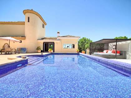 Rustic style 4-bedroom villa for sale in Estepona, Andalucia