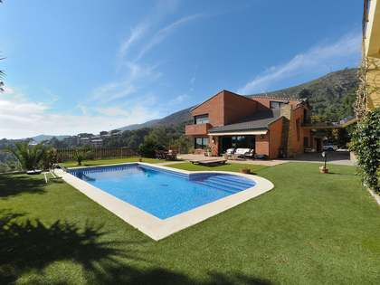 535 m² villa with 550 m² garden for sale in Castelldefels