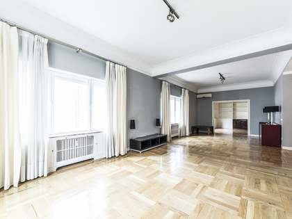 268m² Apartment for sale in Almagro, Madrid