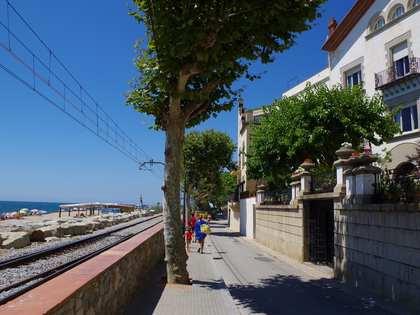 Maison en vente au bord de la mer à Sant Pol de Mar sur la côte du Maresme.