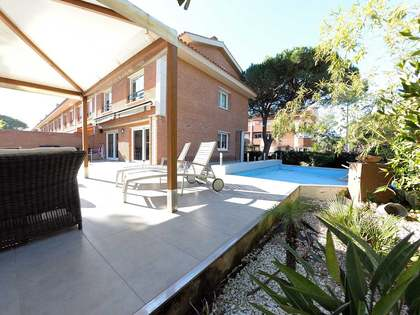 372 m² house with 180 m² garden for rent in Gavà Mar