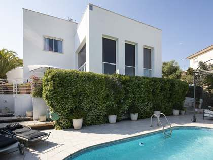 300m² House / Villa for sale in Levantina, Sitges