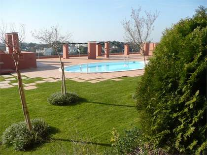 4 bedroom apartment in closed condominium with pool in Estoril