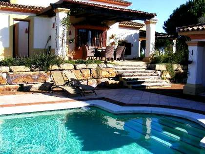 Spacious 4 bedroom villa for sale in Sotogrande, Andalucia