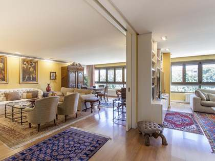 335m² Apartment for sale in El Pla del Real, Valencia