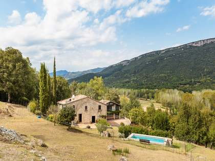 7- bedroom country house for sale close to Girona