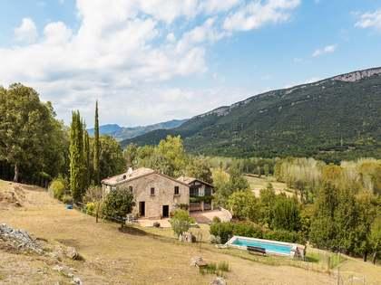 Casa / Villa di 350m² con giardino di 25,000m² in vendita a Girona