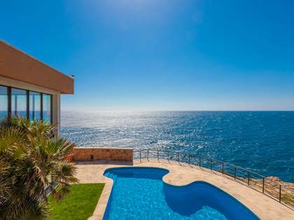 735m² House / Villa for sale in Sant Feliu, Costa Brava