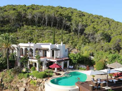 Luxury villa with infinity pool to buy in the North of Ibiza