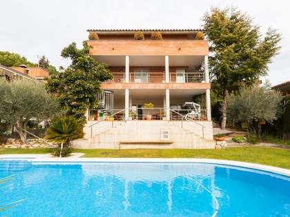 Detatched 6-bedroom family house for sale in Bellaterra