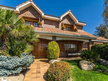 Casa / Villa de 690m² con 1,400m² de jardín en venta en Pozuelo