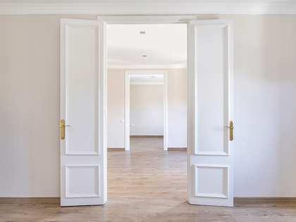 Apartamento de 3 dormitorios en alquiler en calle Pelai