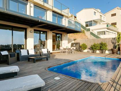 318m² House / Villa for sale in Levantina, Barcelona