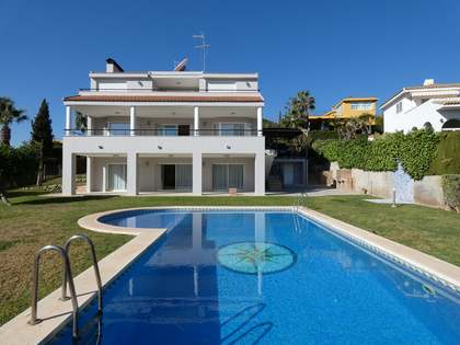 275m² House / Villa for rent in Los Monasterios, Valencia