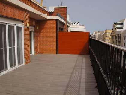 Se alquila precioso ático de grandes dimensiones en el centro de Valencia