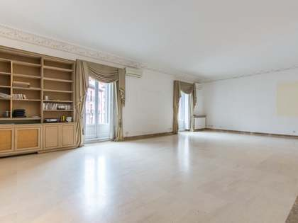 261m² Apartment for sale in Palacio, Madrid