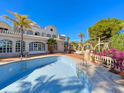 697m² House / Villa for sale in Playa San Juan, Alicante