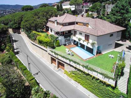 Large Mediterranean style villa for sale in Cabrils